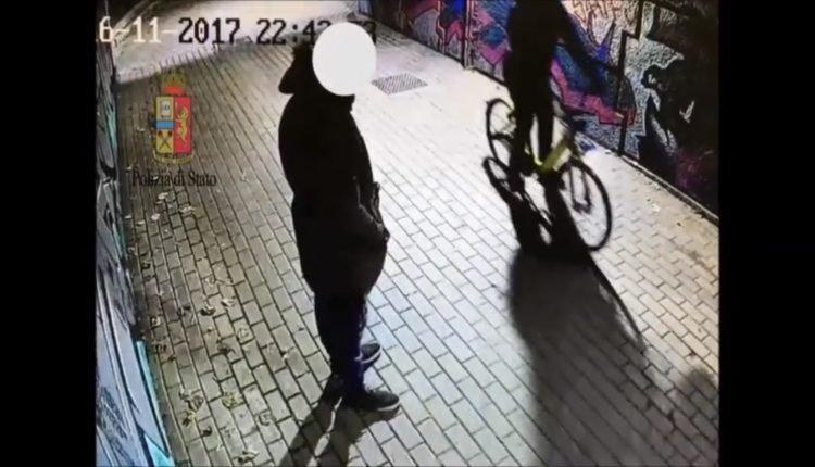 Rubava e scappava sulle bici a noleggio preso rapinatore - Commissariato porta ticinese ...