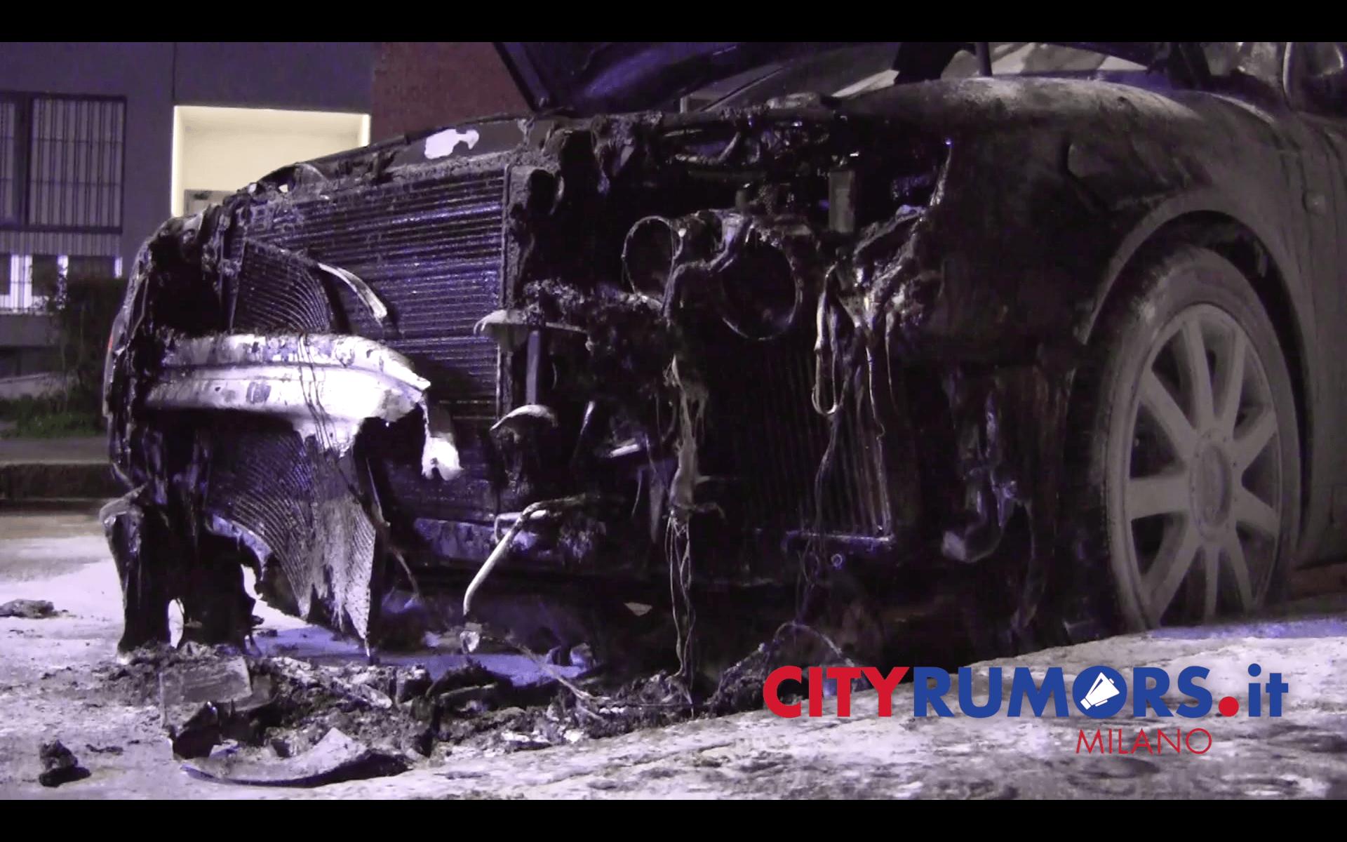 Auto bruciata Quarto Oggiaro